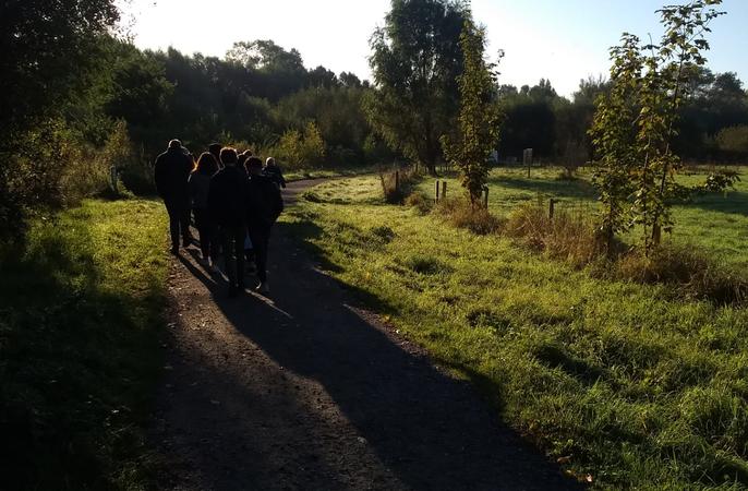De vierdejaars verkennen het natuurreservaat Bourgoyen-Ossemeersen.