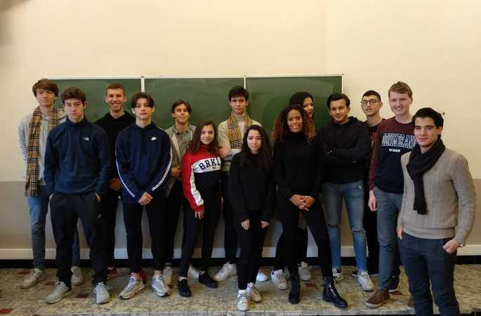 Hadisa Suleyman en Bruno Verhenne leren 5MO en 5AIT wat ondernemen is (Ondernemers voor de klas)