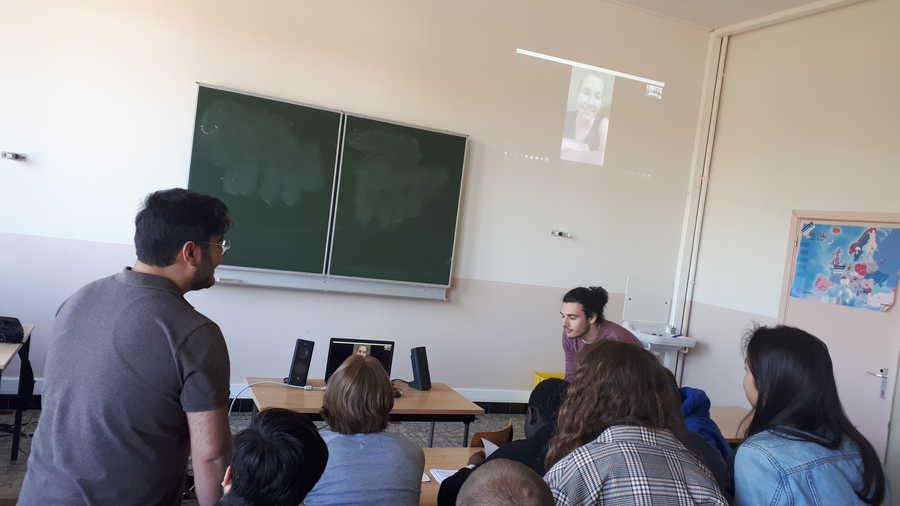 5MO3 skypet met een Duitse leerlinge | Sint-Lievenscollege Business